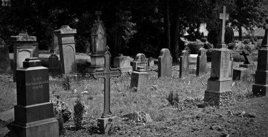 Buscar personas en el cementerio